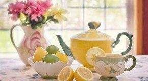tea pot with lemons