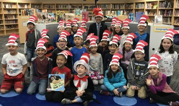 Councilmember Kuo reads to Stone Creek